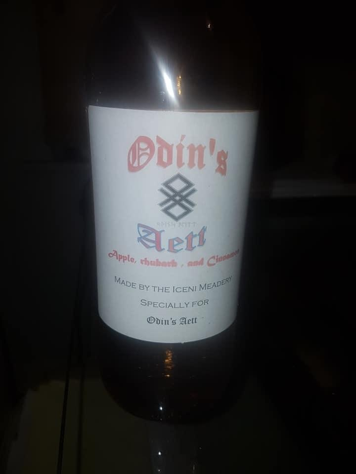 a bottle of Odin's Aett mead from Iceni Meadert
